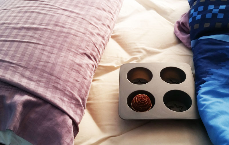 1104-food-in-bed